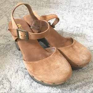 White Mountain Camel Tan Suede Wedge Sandals